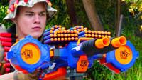 """为了 """"争夺美味早餐"""",兄弟两用玩具枪上演了一场激烈枪战,精彩"""