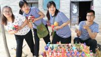 玩具店2:田田和小花套路大锤,24块钱买走一大桌玩具!太逗了