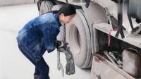 见识一下卡车女司机怎样装罐车,一顿操作太厉害,比男人都熟练!