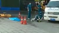 女子散步遭天降横祸 被工地掉落钢筋砸中身亡