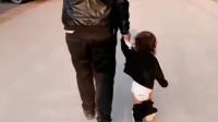 河北萌娃:爸爸,我裤子掉了能注意一下吗?