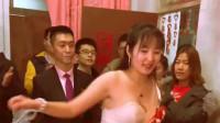 广东新郎想接走新娘,那得先过伴娘这一关,真会玩!