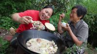 胖妹今天又开荤,3斤咸蹄髈炖一锅,好吃到76岁奶奶连汤都不放过