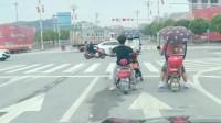 山西晋中市小哥:这哥们儿一定是忘了自己骑的是电动车了