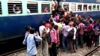 在印度乘坐火车,上不上的去全凭自己本事