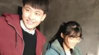 两个人相亲成功都很高兴,脸上看出一见钟情的表情,希望你们会幸福