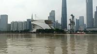 大雨冲刷后的广州珠江,水变浑浊了,但依靠珠江两岸的景色不会变
