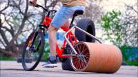 用钢铁滚筒代替自行车轮行驶会怎样?一脚油门踩到底,结果玩嗨了