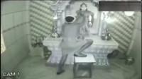 监控拍下灵异事件,庙里神像的挂件怎么没了!