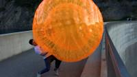 将悠波球从165米高的大坝扔下去,网友:空气阻力对它有作用吗?