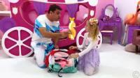 美国儿童时尚,小萝莉准备和爸爸要去旅行,要准备好行李