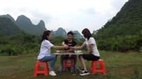 小莫邀请两位美女进山吃美食,整了满满一桌大锅菜,几个人吃撑了