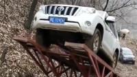 西安网友:玩车人的世界我们不懂,这是比谁的车更抗摔吗?