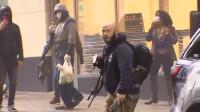 """""""黑人之死""""抗议现场:示威者所持AF15步枪被警察一把抢走当街拆分"""