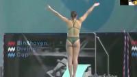 美国女子跳水失误,慢镜头回放,落水的一幕有些尴尬了