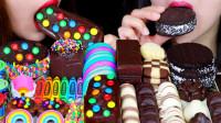 姐妹俩吃十几种巧克力甜点,每一种都口感独特,微苦回甘回味无穷