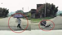 """实拍:广西男童""""鬼探头式""""过马路被撞飞!撑伞背对轿车加速奔跑"""