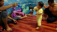 姐姐妹妹日常(姐姐2岁11个多月,妹妹11个多月)三平寺随拍