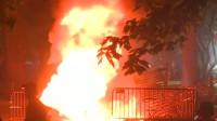 暴乱升级!抗议者在白宫附近焚烧美国国旗  著名地标建筑也遭纵火