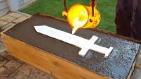 用岩浆能否打造一把宝剑呢?老外作死亲测,最后效果太惊艳了!