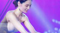 全球第一美女究竟长啥样?乳胶人鱼裙美得太惊艳,网友:美到犯规!