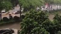 广东阳江暴雨全市停课 市民感叹:汪洋大海