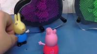 佩奇猜对了小兔瑞贝卡,结果还有一个没猜对,你们能帮佩奇猜对吗?