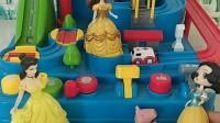 贝儿玩闯关大冒险,这可是佩奇乔治的玩具,白雪叫妈妈来主持大局!