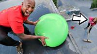 男友报复女友,从楼顶将水球砸她身上,最后下场太惨了!