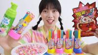"""美食开箱:小姐姐花式吃""""多彩口红糖"""",挤泡沫撒糖粒,口味独特"""