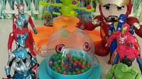 毛毛虫有好多糖果,复仇者联盟和奥特曼都想吃,玩摇奖机定输赢!