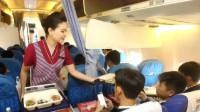 为什么乘坐飞机时,空姐会不停给乘客送吃的呢?今天总算知道了