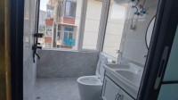搞笑视频:一个厕所装这么大窗户 这是要让我直播啊