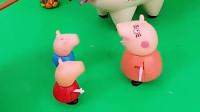 乔治和佩奇被卡住了,猪妈妈把他们弄出来了,猪爸爸这下被嫌弃了