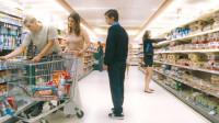 小伙14天不睡觉,幻想自己静止了时间,开始在超市内做实验!
