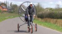 """英国小哥发明""""飞行""""自行车,时速可达70千米,一次飞5个小时!"""