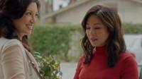 初来乍到:华裔夫妇在外国遇到同胞,远在他乡遇同胞,没什么事能比这个更开心了!