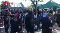 """美国示威者与警察跳舞,警方与黑人社区达成""""要求警方负责""""协议"""