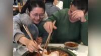 过分了哈,来吃火锅自带大虾我忍了,你带一整只鸡,上海网友:我忍不了!