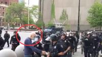美国75岁男子被警察推倒受重伤