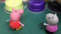 佩奇苏西比赛捏泥土,两个小朋友都捏小兔子,谁捏的好呢?