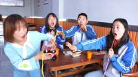 饭店不能自带饮料,学生使用妙招喝到饮料,老板表情真逗