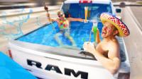 没有游泳池又想游泳?将皮卡变成便携式游泳池,太享受!