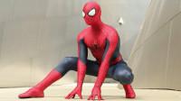 蜘蛛侠套装一上身,精神百倍