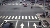 女子骑车不顾红灯,载着孩子就是闯,最终为此付出惨痛的代价!
