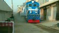 真正的火车通到家门口,当它从我身边开过去的时候,内心太激动了!