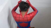 男孩儿穿上蜘蛛侠套装战衣秀动作!