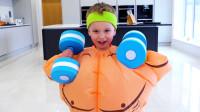 萌娃小可爱变身成为体格健壮的大力士,小家伙可真是厉害呀!—萌娃:宝宝还会功夫呢!