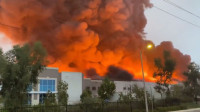 美国加州雷德兰兹一家亚马逊仓库发生大火 暂无人员伤亡