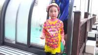 美国儿童时尚,大家一起在游泳池玩,他们好开心啊
